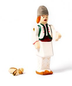 Figurina din lemn taranul